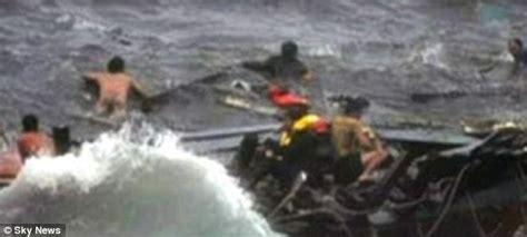 Refugee Boat Crash Christmas Island by At Least 27 Suspected Refugees Die In Boat Crash Off