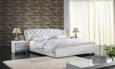 chambre a coucher luxe lit en cuir classique de chambre à coucher tapissé par