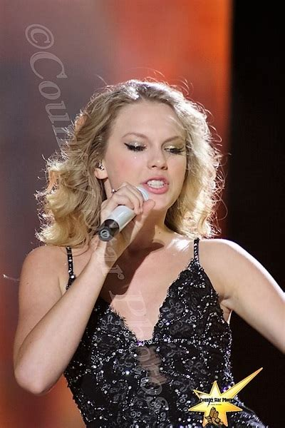 taylor swift  cma  festival country star