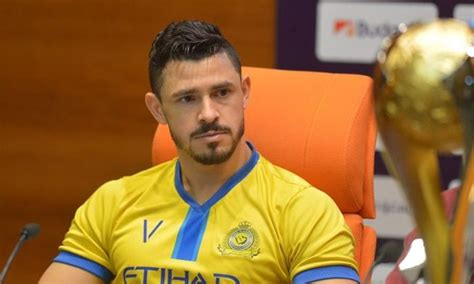 Livre no mercado, o meia Giuliano está na mira do Palmeiras