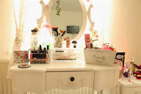 DIY Furniture Ideas: Dressing Tables to Brighten the