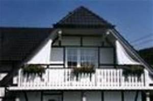 Sonnenschutz Für Den Balkon : planungshilfen f r seilspannsonnensegel seilspannmarkisen bei hausgiebeln ~ Markanthonyermac.com Haus und Dekorationen