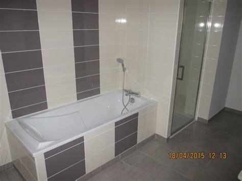 cuisine blanche mur taupe impressionnant carrelage salle de bain marron et carrelage