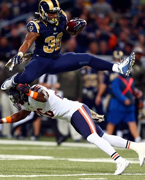 todd gurley    st louis rams leaps  antrel
