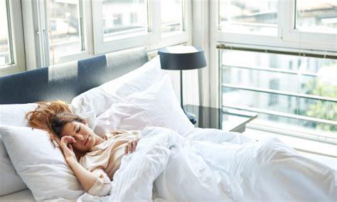Dormir Avec Plusieurs Oreillers by Des Conseils Pour Choisir Un Oreiller Qui Am 233 Liorera Le