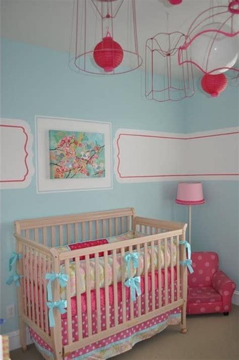 peindre une chambre avec deux couleurs chambre bébé bleue aqua