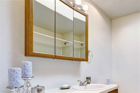 Cleaning Bathroom Mirrors