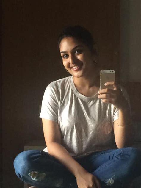 Prayaga Martin Sexy Stills Veethi