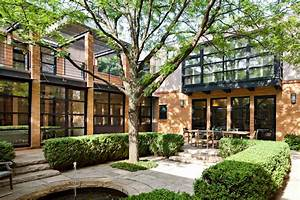 Chicago, Courtyard, House