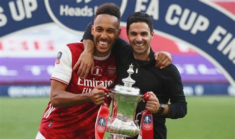 Arsenal boss Mikel Arteta gives Pierre-Emerick Aubameyang ...
