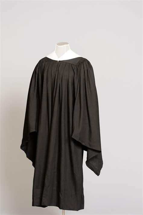 graduation robe lasell university