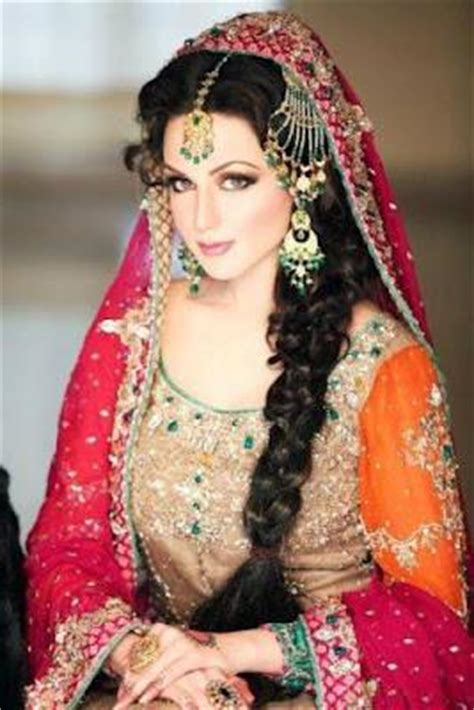 Women traditionally made their long hair up in a coil or khopa. Pakistani Fashion Model Aisha Linnea Akhtar Profile & Pictures - Paperblog