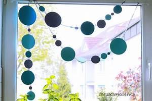 Girlande Basteln Vorlage : anleitung fensterbild blaue girlande frau schweizer ~ Watch28wear.com Haus und Dekorationen