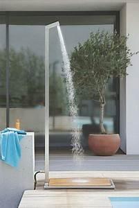 Douche Extérieure Pour Piscine : la douche de jardin pour les amoureux de la nature ~ Edinachiropracticcenter.com Idées de Décoration