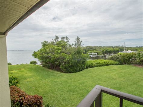 waterfront condo  spectacular views  ideal location