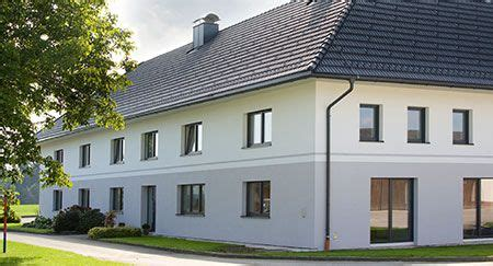 Bauernhaus Modern Aussen by Moderne Fassade Mit Gro 223 En Fenstern Und T 252 Ren Am