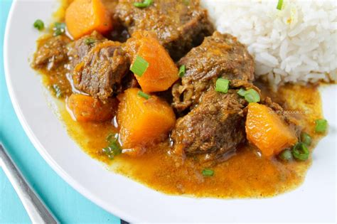 cuisine curry guyanese cuisine savory beef curry with roti livin 39 la