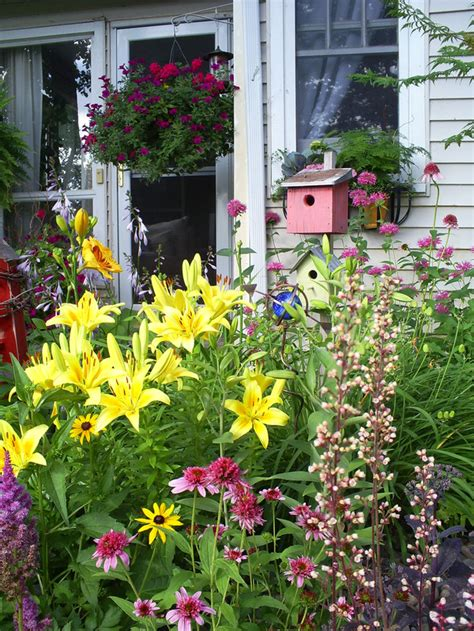 cottage gardens to landscaping ideas and hardscape