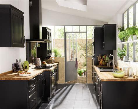 cuisine noir laqué plan de travail bois les cuisines d 39 antan au goût du jour de lapeyre