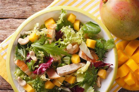 Karija vistas un mango salāti | Gatavosim.lv