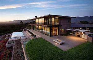 Contemporary hilltop home in California gets brilliant
