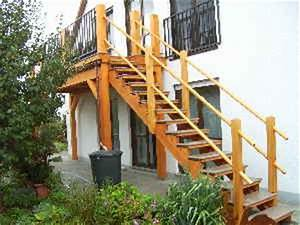 treppengelander aus rundstab balkonbelag und treppenstufen With französischer balkon mit garter robes