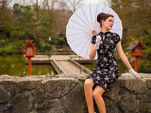 Sonnenschirm Asia Style : asia style neu interpretiert mit dem miss saigon dress ~ Frokenaadalensverden.com Haus und Dekorationen