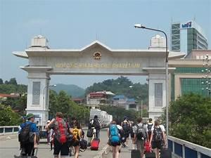 China-Vietnam border sees booming tourism