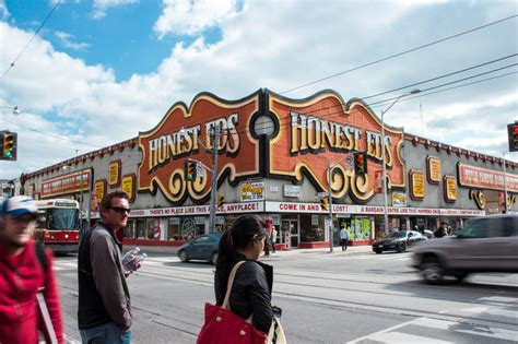Honest Ed's sign to be moved near Yonge and Dundas