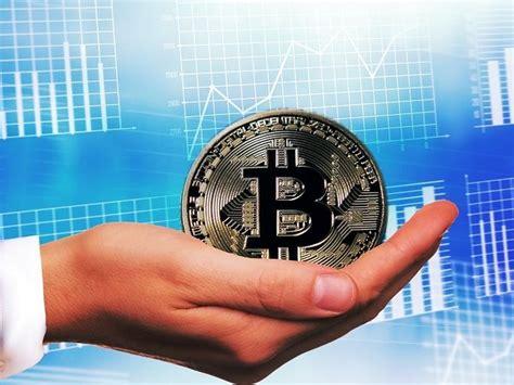 Si bien los desarrolladores recomiendan investigar cómo funcionan previo a cuando nosotros realizamos una transacción bitcoin, en realidad lo que estamos haciendo es firmar digitalmente una declaración. Bitcoin, ¿cómo funciona? Una explicación sencilla