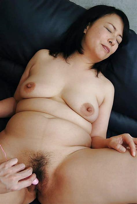 Asian MILF Norie Shibamura enjoys hardcore sex play and gets facialized - PornPics.com