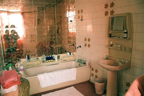 bathroom suite  stuck    advice  victoriaplumcom