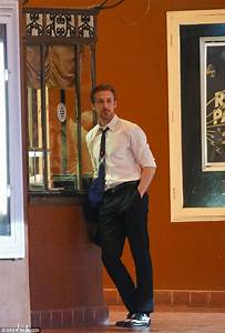 Ryan Gosling Keeps His Cool Outside LA Movie Theatre For