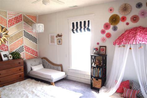 Diy Paper Pinwheel Wall Collage Tutorial