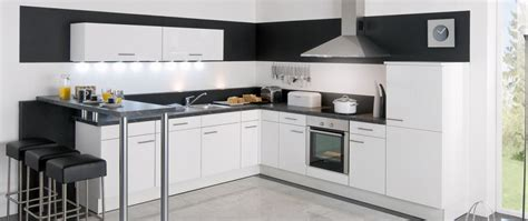 idee cuisine equipee cuisine équipée jena blanc idée de décoration aviva