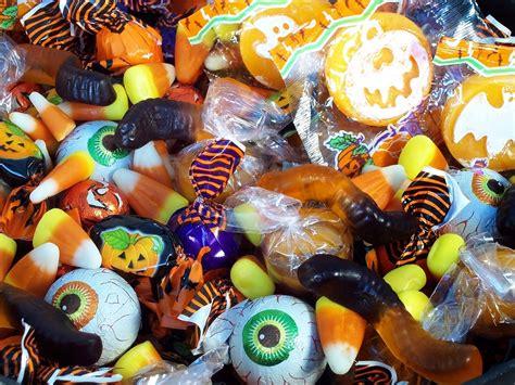 dejaron muchos dulces fuera de casa   creeras lo