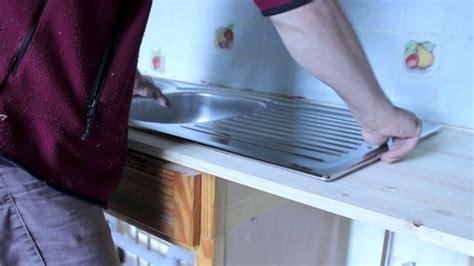 comment couper plan de travail cuisine comment encastrer un évier en inox dans un plan de travail
