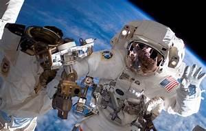 Astronauts' Occupational Hazard: Falling-Off Fingernails ...