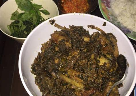 Nah untuk nama makanan nya adalah bebek madura bumbu hitam pedas, masakan yang satu ini memang memiliki rasa yang begitu enak gurih dan juga ada pedas hitam pedas nya ada di bawah sini. Resep Bebek bumbu hitam khas madura oleh Yevie Meliana S - Cookpad