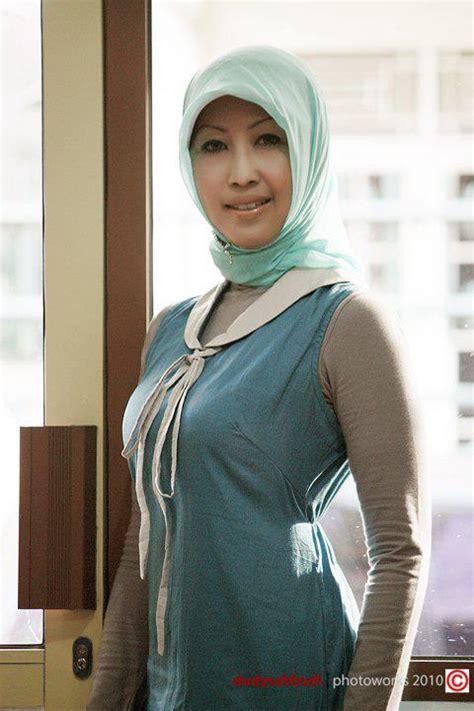 Ibu Muda Montok Berjilbab Ketat Mantan Foto Model Hot