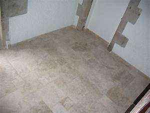 revgercom pose travertin escalier idee inspirante With carrelage adhesif salle de bain avec ecran o led