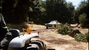 The Dukes of Hazzard: Rosco jumps patrol car over General ...