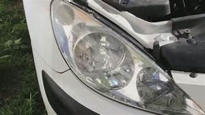 Ampoule Feu De Croisement Scenic 2 : comment changer l 39 ampoule d 39 un feu avant de voiture auto moto velo quotidien pratique ~ Medecine-chirurgie-esthetiques.com Avis de Voitures