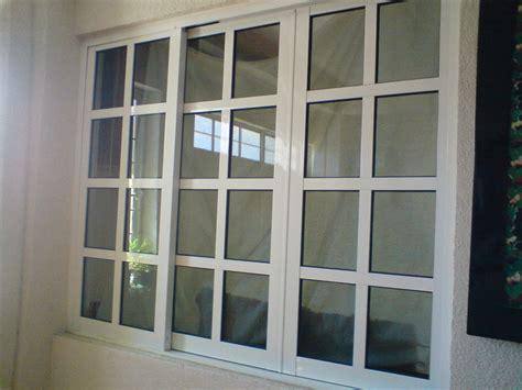 foto ventana en reticula  hojas de aluminio  herreria