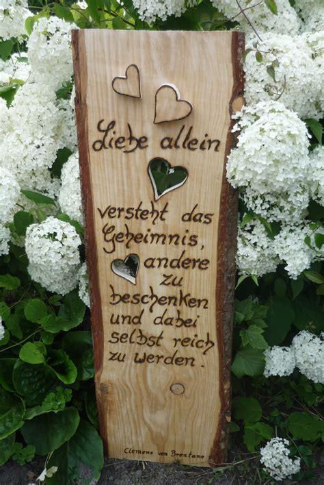 Holzbrett Deko Garten by Holzschild Rustikales Holzbrett Neu In Szene Gesetzt