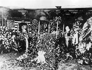 Rudolph Valentino Funeral | www.pixshark.com - Images ...