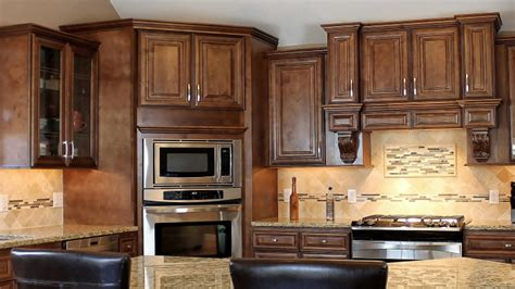 chocolate maple kitchen cabinets need cabinets shop j k chocolate maple glaze cabinets 5405