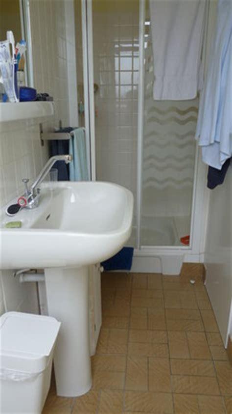 salle de bain tr 232 s photo de hotel du port et de l aven nevez tripadvisor