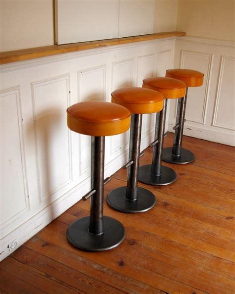 tabourets de bar design cuir et m 233 tal jpg chaises tabourets les luminaires eclairages
