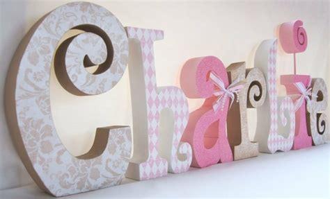lettre prenom chambre bebe lettres décorées pour que votre enfant joue avec l 39 alphabet